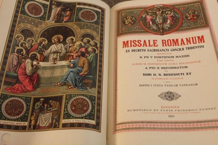 missale-romanum-1920-catholic-priest_1_07289a52e30c723f43f058c41dd16abd